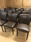 Donkerbruine, vintage, lederen stoelen, ronde leuning_