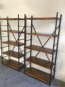 Boekenkast metaal en hout