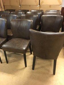 Donkerbruine, vintage, lederen stoelen, ronde leuning
