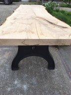 Handgemaakte boomstamtafel